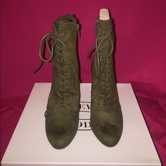 15a988cfb16 Steve Madden elley booties olive NWT